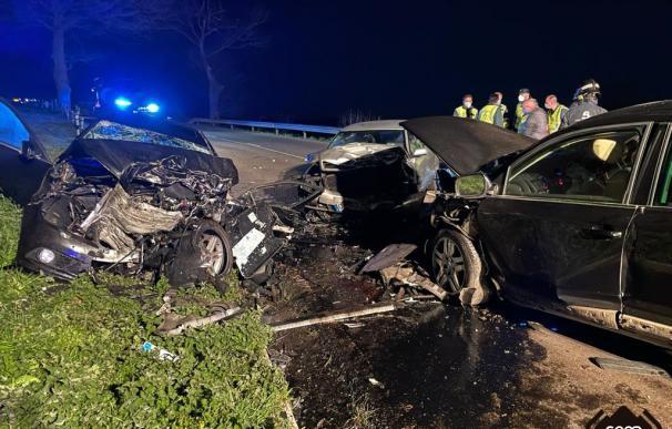 Tres coches se vieron involucrados en el grave accidente de Tineo (Asturias).
