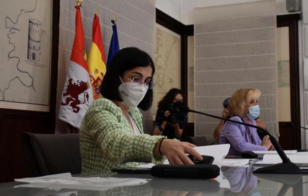 La ministra de Sanidad, Carolina Darias (i), y la consejera de Sanidad, Verónica Casado (d), participan en el Consejo Interterritorial de Salud, este miércoles en Valladolid. EFE/Junta de Castilla y León