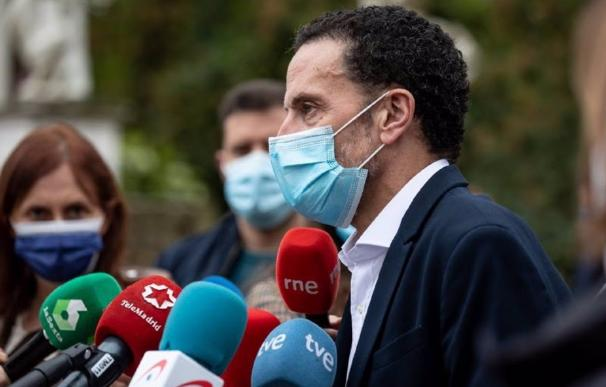 El candidato de Cs a la Presidencia de la Comunidad de Madrid, Edmundo Bal, atiende a los medios de comunicación.