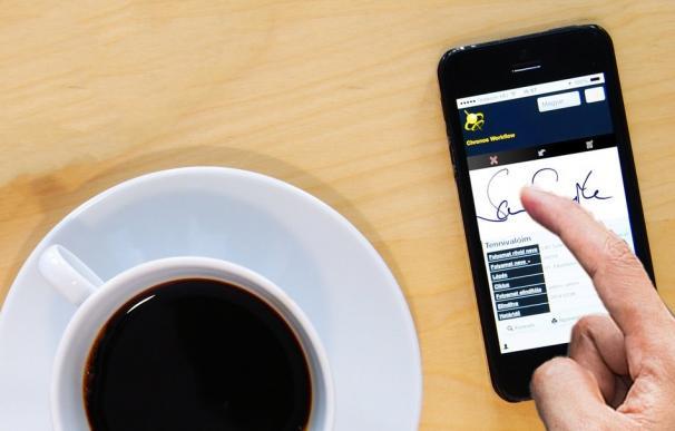 La firma electrónica permite realizar trámites online.