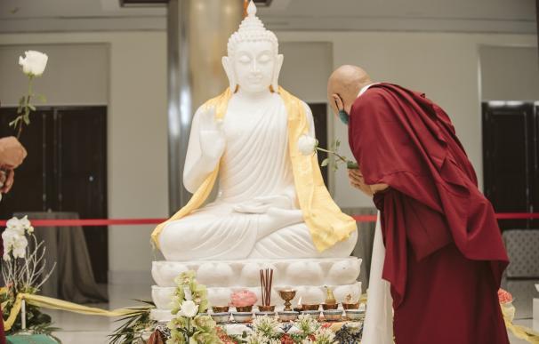 Estatua de Buda que se instalará en el Palacio de la Isla de Cáceres.