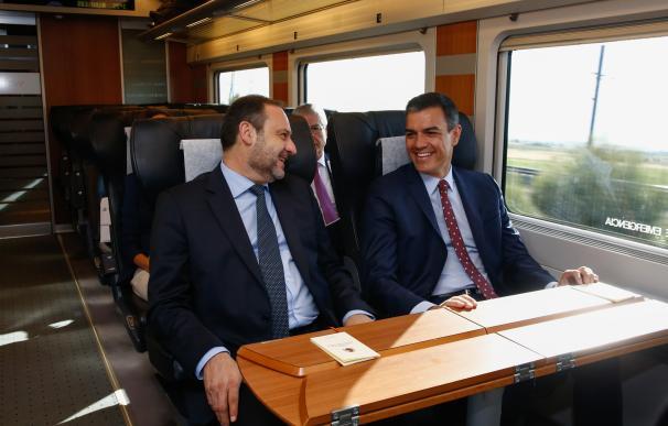 Sánchez y su ministro de Transportes, José Luis Ábalos, han abierto el AVE de Renfe a la competencia de las grandes empresas estatales de Francia e Italia.