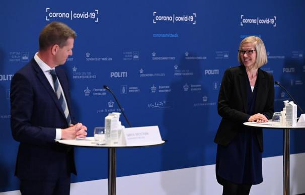 Tanja Erichsen durante la rueda de prensa en la que se desmaya