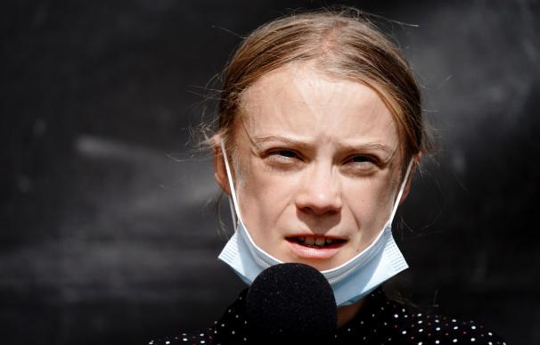 Greta Thunberg con mascarilla quitada
