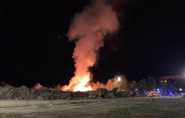 Incendio en Villaviciosa de Odón Bomberos de la Comunidad de Madrid están trabajando en la extinción de un incendio en Villaviciosa de Odón que ha comenzado a las 22.00 horas por acumulación de restos de vegetación, según ha informado a Europa Press un portavoz de 112 Emergencias. POLITICA