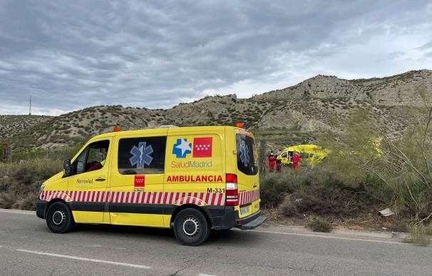 Muere un hombre aplastado por el coche que estaba reparando en Aranjuez