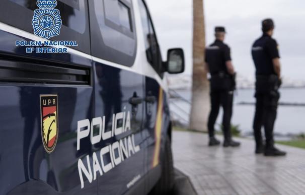 patrulla de policía en el mar