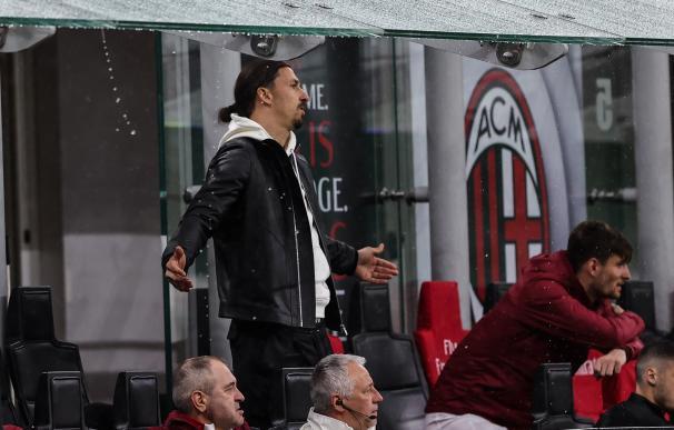 Zlatan Ibrahimovic en el banquillo