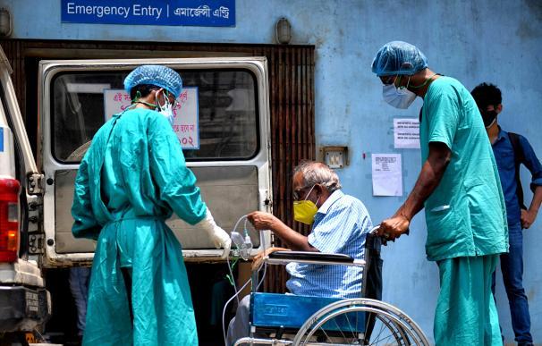 personas en la India