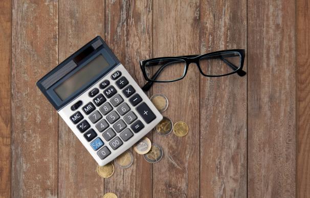 Asalariados y autónomos pueden desgravarse facturas en la declaración de la Renta.
