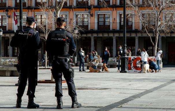 Dos agentes de la Policía Nacional durante la manifestación