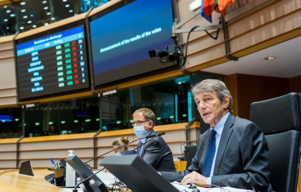 HANDOUT - 28 April 2021, Belgium, Brussels: President of the European Parliament David Sassoli (R) announces the results of the voting on the Brexit trade deal between the European Union and Britain, during a plenary session of the European Parliament. Out of the 697 EU lawmakers who cast their vote, 660 were in favour, five were against and 32 abstained, in the last major step in the pact's approval. Photo: Daina Le Lardic/European Parliament /dpa - ATTENTION: editorial use only and only if the credit mentioned above is referenced in full Daina Le Lardic / European Parliam / DPA 28/4/2021 ONLY FOR USE IN SPAIN