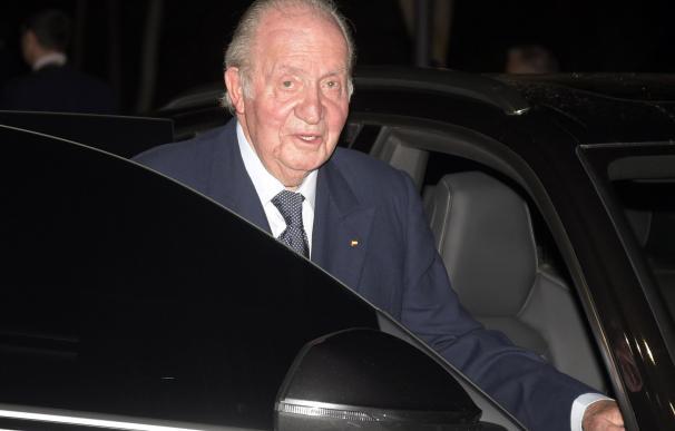 El Rey Juan Carlos I, saliendo del coche