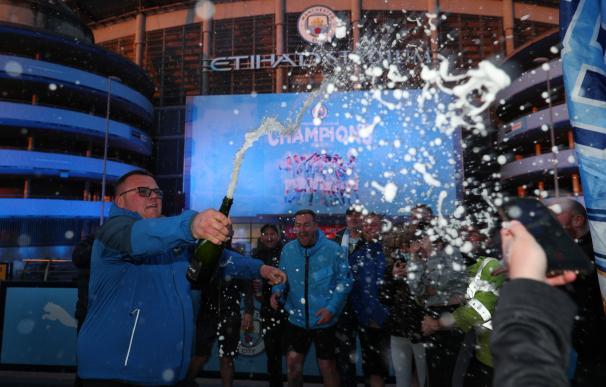 fans del man city celebrando
