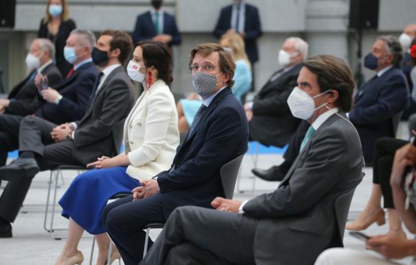 Pablo Casado, Isabel Díaz Ayuso, José Luis Martínez-Almeida y José María Aznar, durante el acto de entrega de las Medallas de Honor, Oro y Plata del Ayuntamiento de Madrid
