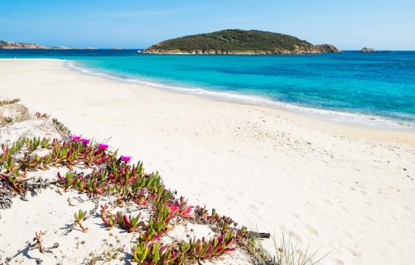 Cerdeña es una de las islas más baratas para viajar en verano.