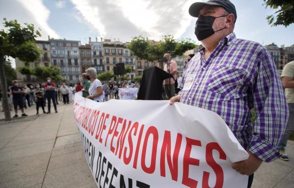 Protestas convocadas por el Movimiento de Pensionistas de Euskal Herria este sábado en Pamplona.