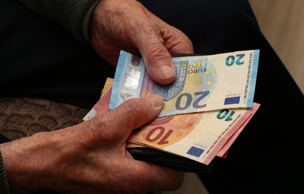 Pensionista, pensión, dinero, euros