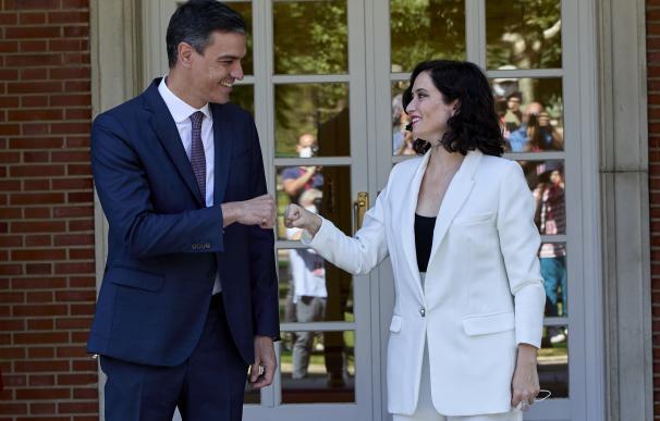 El presidente del Gobierno, Pedro Sánchez, acude a recibir a la presidenta de la Comunidad de Madrid, Isabel Díaz Ayuso.