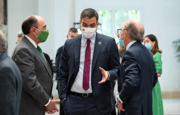 Pedro Sánchez junto a los presidentes de Iberdrola, Ignacio Galán, y de Repsol, Antonio Brufau.