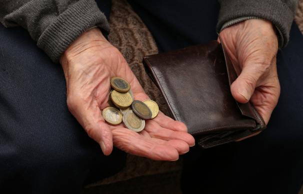 Dinero de un pensionista, euros, jubilados, un jubilado con dinero