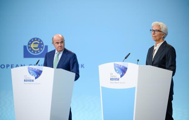Luis de Guindos, vicepresidente del BCE, junto a la presidenta Lagarde.