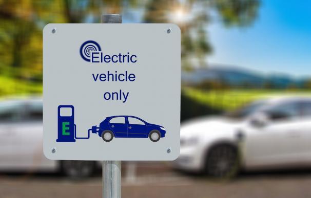 El coche eléctrico aviva la fiebre del litio y multiplicará por seis su valor en 2030