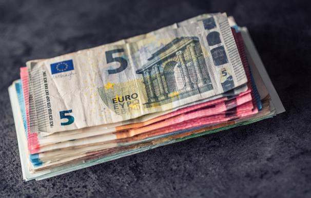 Dinero, euros, billetes de euro