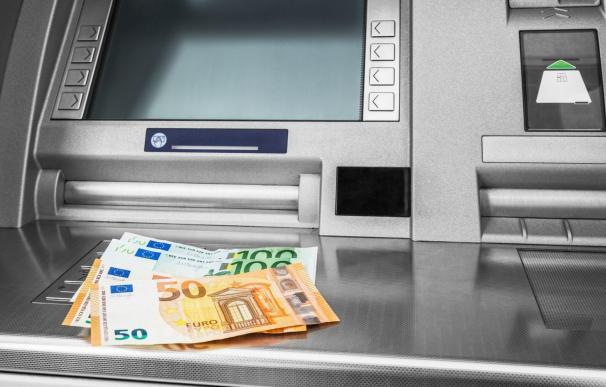 Los bancos españoles suben comisiones estos meses.