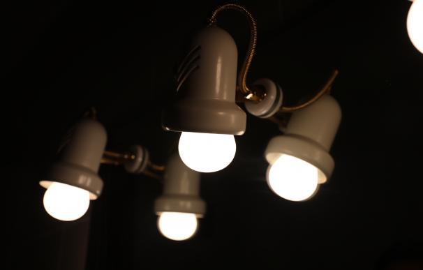 Bombilla precio luz recibo electricidad