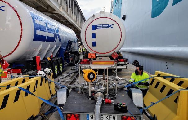Operación de bunkering multitrack en el puerto de Almería