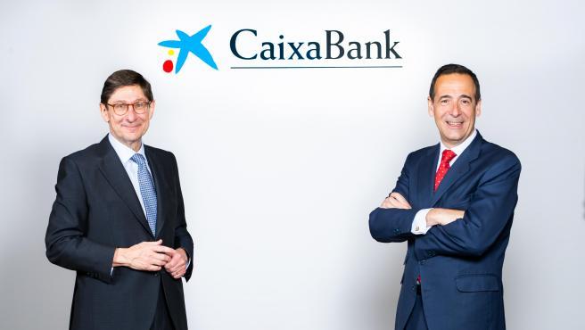 A la izquierda, José Ignacio Goirigolzarri, presidente de CaixaBank. A la derecha, Gonzalo Gortázar, consejero delegado de la entidad.