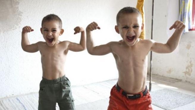 Con Ustedes Los Hermanos Stroe Los Niños Más Fuertes Del Mundo