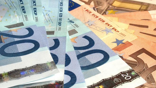 Fotografía de billetes de euros. En Reino Unido, hay al menos 8 ganadores de loterías como el Euromillones que no han ingresado cientos de millones por no reclamar el premio.