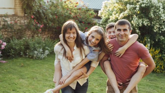 Imagen de archivo de una familia.