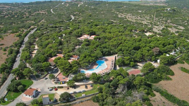 Vista aérea del camping de Son Bou (Menorca).