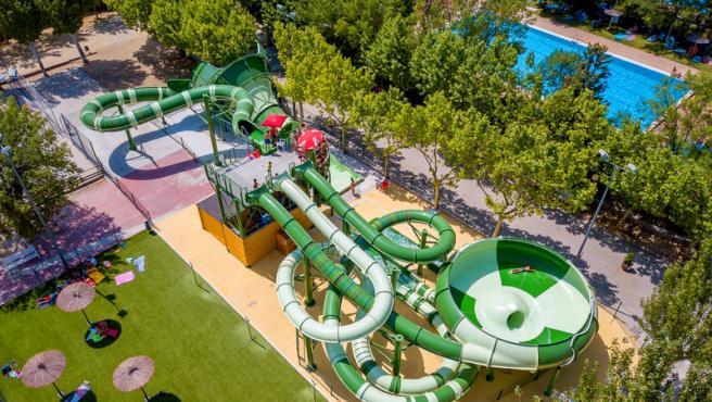 El camping de El Escorial (Madrid) tiene un parque acuático.