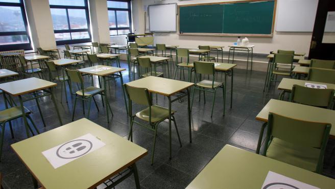 Ayuso mantendrá los 11.000 profesores solo hasta que los colegios sean  seguros