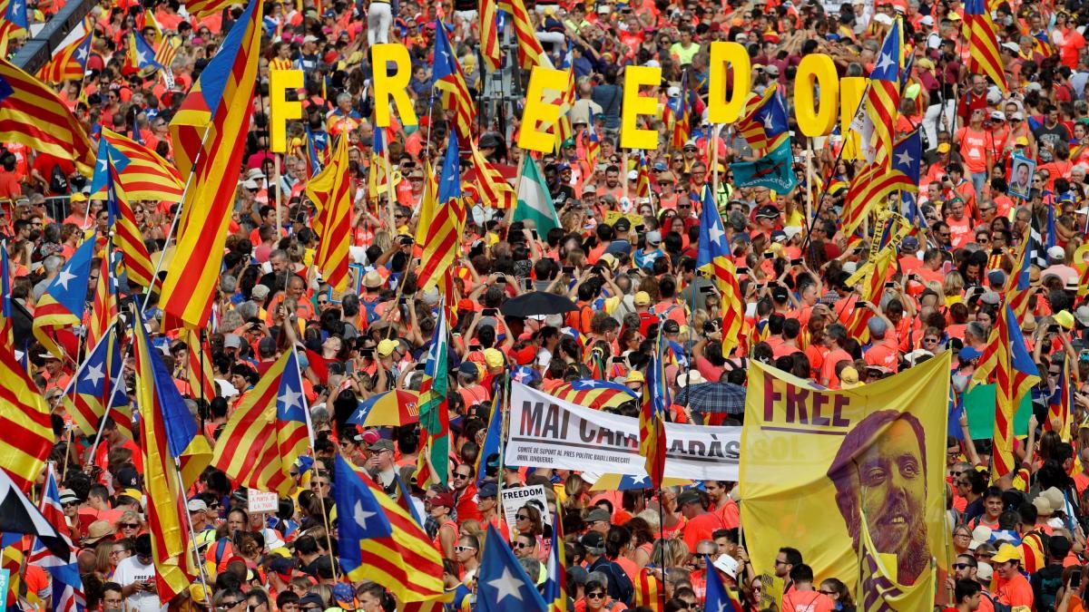 Conflicto político en Cataluña cover image