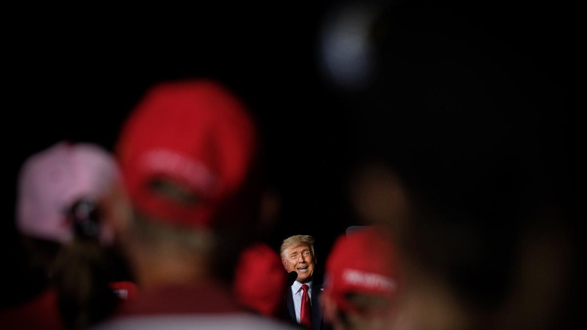 Armas, mascarillas y la única encuesta por la que Trump podía echarse a bailar