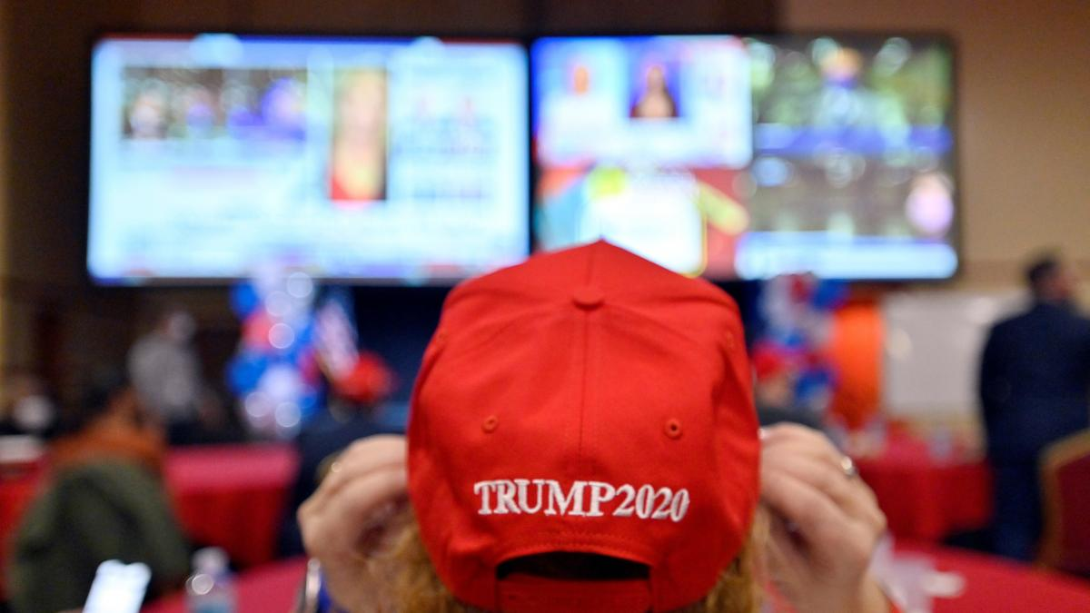 Trump elige la noche más esperada para abrazar el silencio en las redes sociales