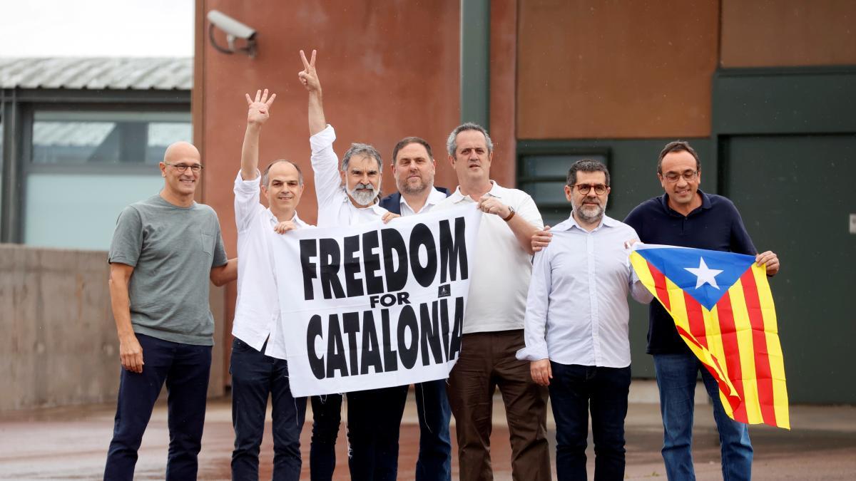 """Los condenados por el procés salen de la cárcel: """"Buscaremos la independencia"""""""