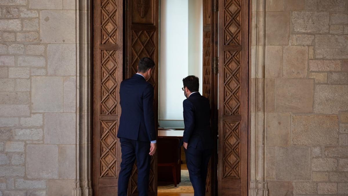 Moncloa busca la división en el Govern con millones y tienta al ala pragmática